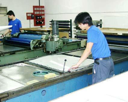 色校正機はまだまだ健在。(精英彩色印刷有限公司) © 有限会社田中印刷所