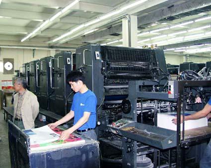 年代物のハイデルベルグ印刷機ではあるが印刷物のクオリティは素晴らしい。(精英彩色印刷有限公司) © 有限会社田中印刷所