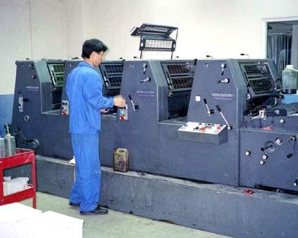 ハイデルベルグ印刷機の牙城を三菱さんが崩し、三菱菊全4色機導入予定。(良虹印刷有限公司) © 有限会社田中印刷所