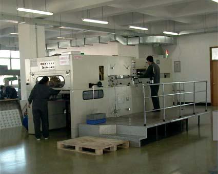 パッケージに強くトムソン2台完備(海大印刷有限公司) © 有限会社田中印刷所