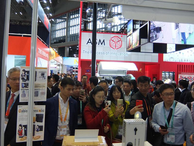 中国国際輸入博覧会での様子 © 有限会社田中印刷所