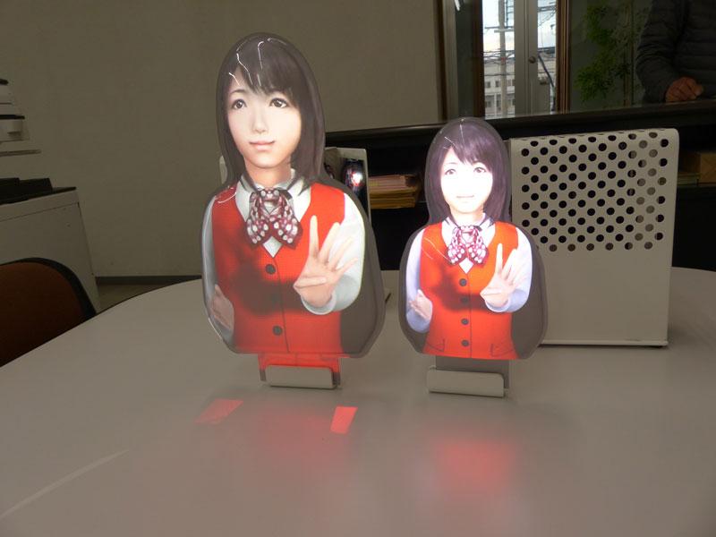 人型スクリーン 左が新製品、右が従来型 © 有限会社田中印刷所