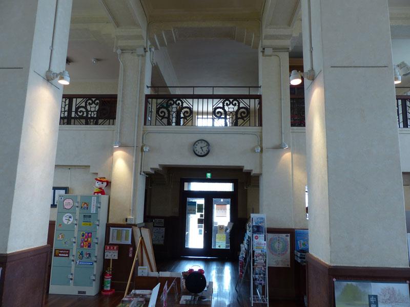 豊郷町旧校舎群の酬徳記念館の中です © 有限会社田中印刷所